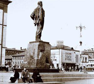 Quelle prime poesie in piazza Majakovskij
