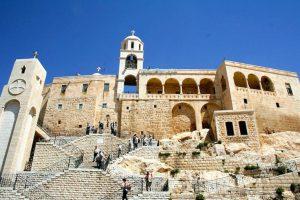 La Siria, il patriarca e i «santi della porta accanto»