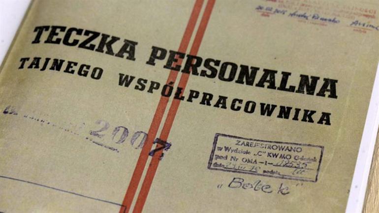 Accuse a Wałęsa: lui incassa e rilancia