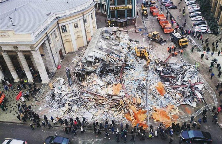 I chioschi demoliti e il falso patriottismo
