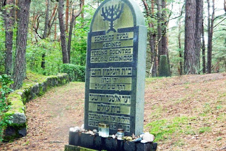 Visitando un antico cimitero ebraico
