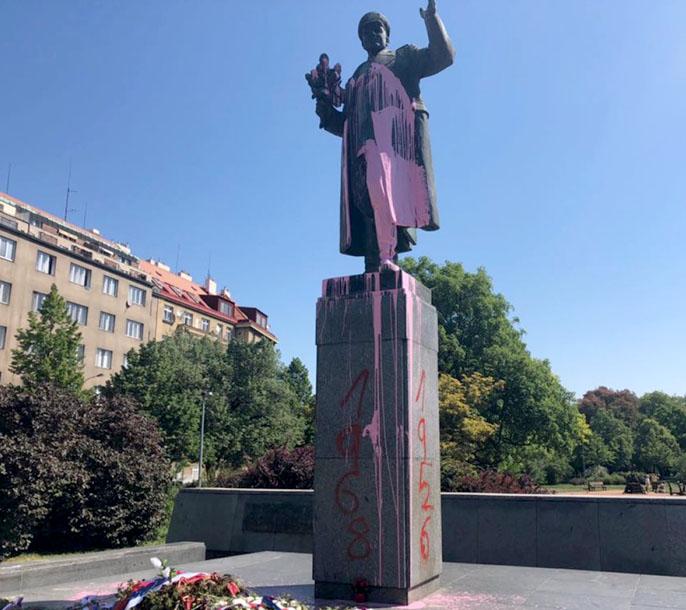 Praga: la guerra delle statue