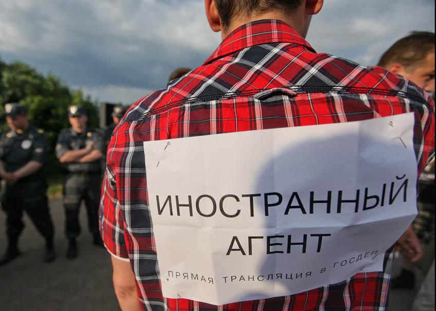 """La Russia in balìa di """"agenti stranieri""""?"""