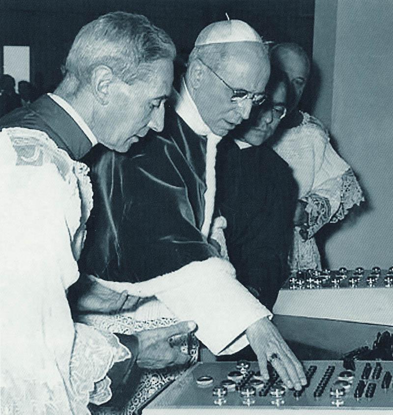 Pio XII alla Radio Vaticana