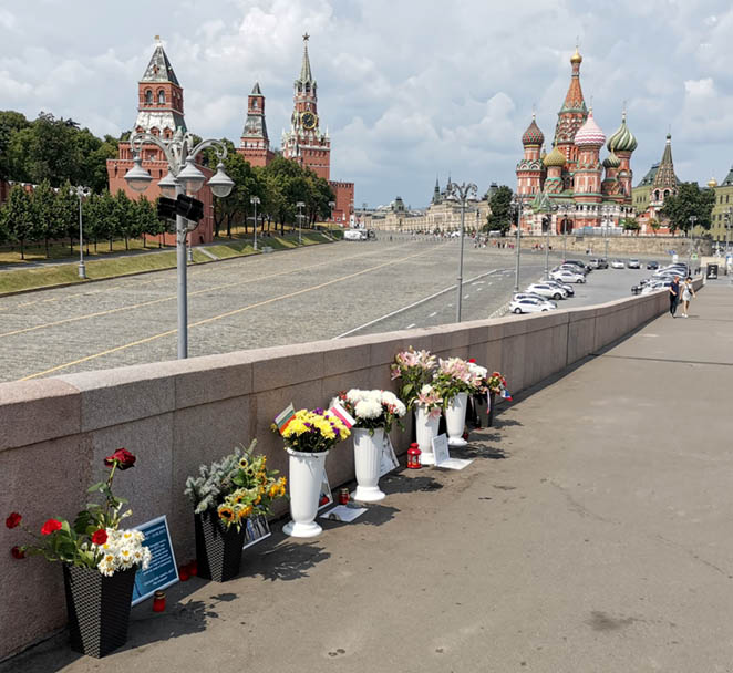 Mosca ha le sue buone tradizioni. Cronaca di ordinaria resistenza